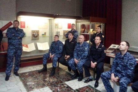 Бойцы Росгвардии посетили музей
